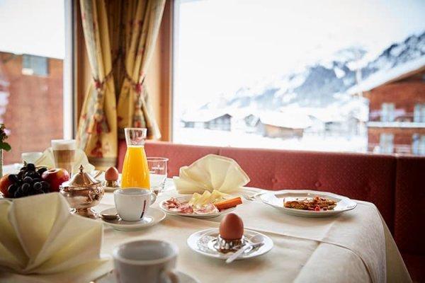 Perfekter Start am Morgen: Frühstück im Hotel Auriga