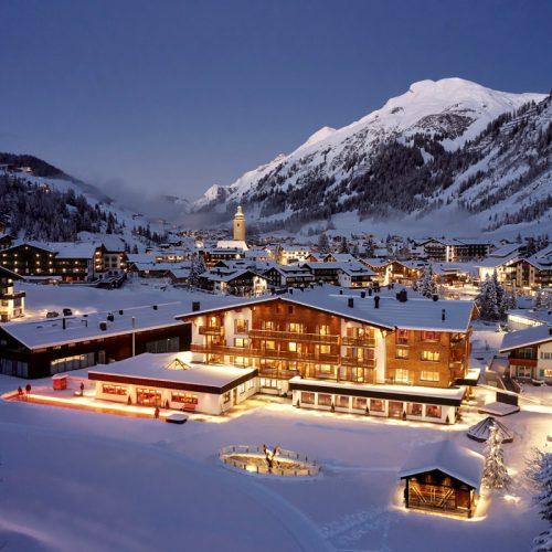 Winterliches Panorama am Hotel Auriga in Lech am Arlberg