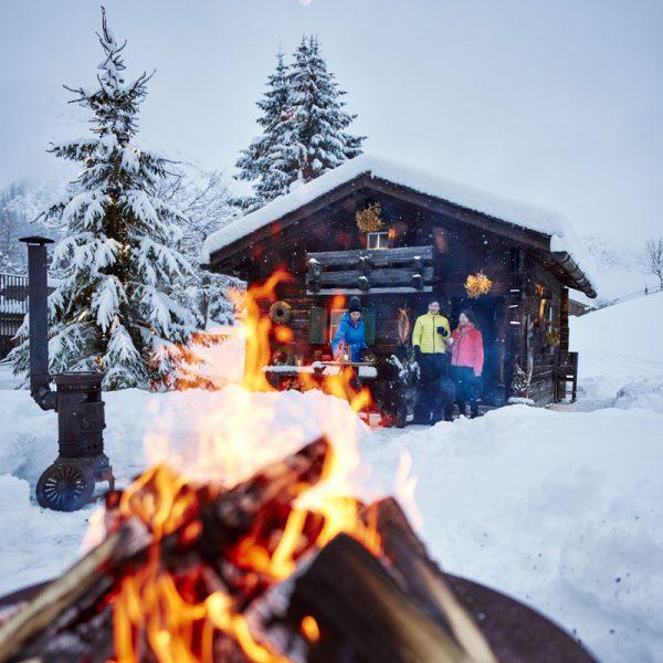 Winterliche Atmosphäre am Hotel Auriga in Lech